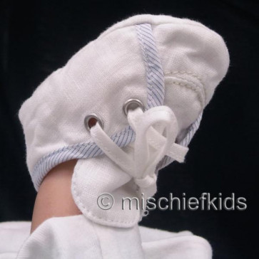 La Petite Ourse 27540 Newborn Sample White Bootees ADVENTURE